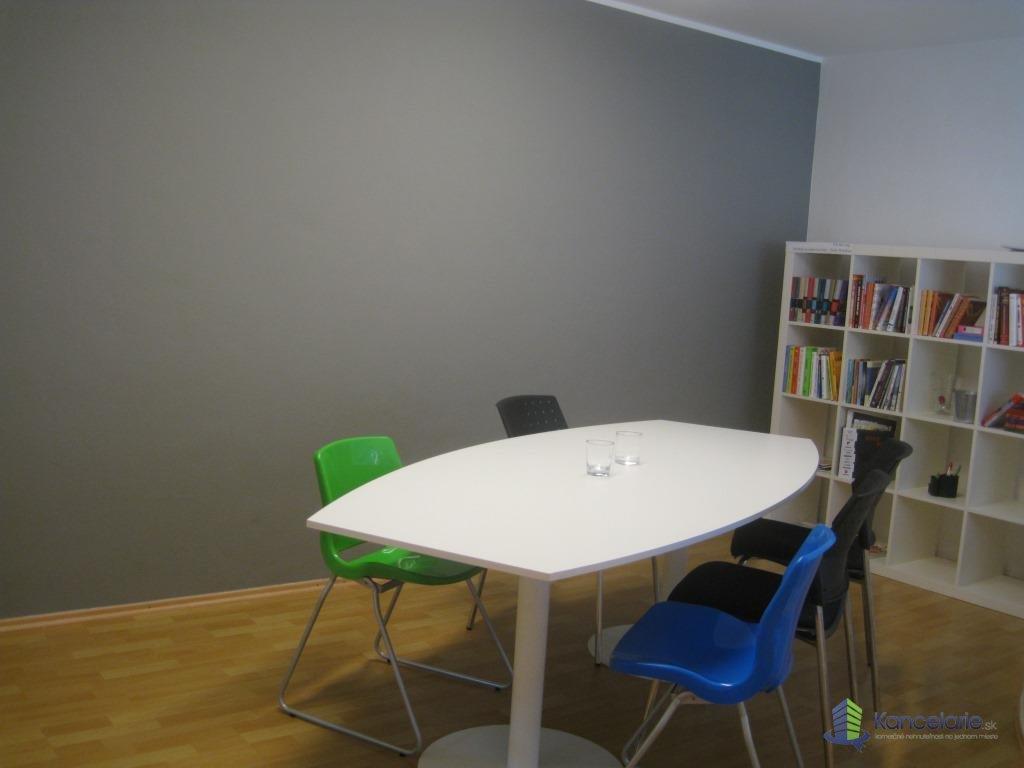 Kancelárie, Kancelária vhodná pre 3-4 osoby, Pluhova 42, Bratislava
