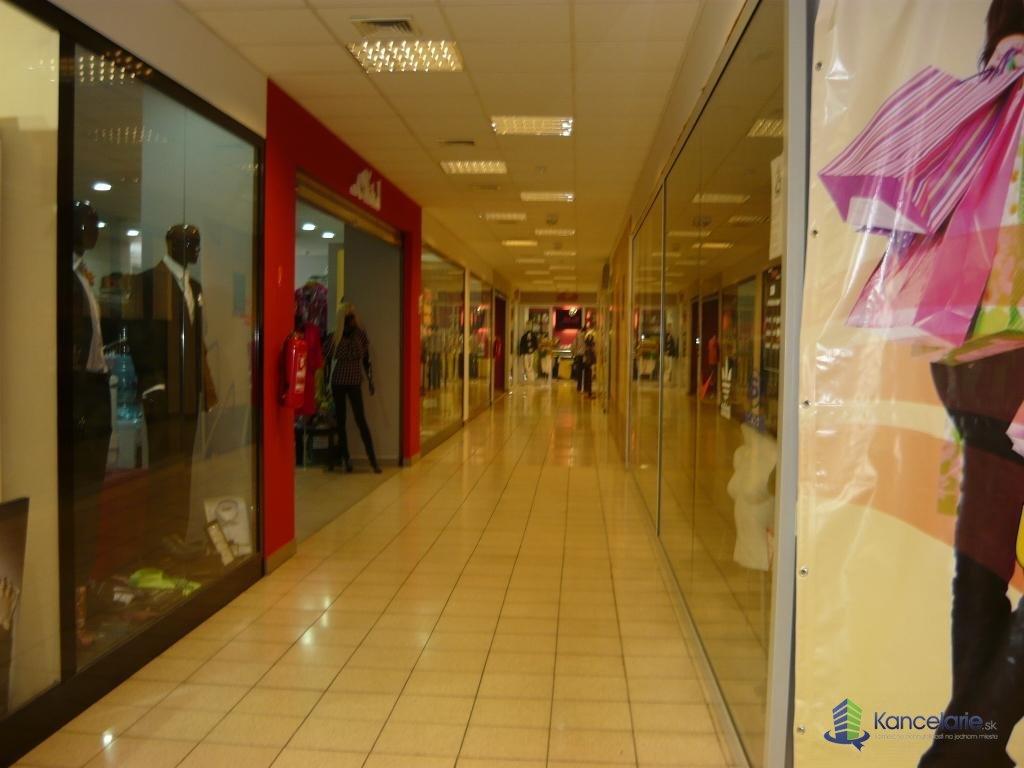 Komárno Shopping Center, obchodné priestory a kancelárske, M.R.Štefanika 5, Komárno