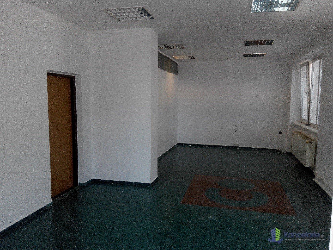 Administratívna a obchodná budova, Obchodný a administratívny priestor, Čsl. armády 46, Topoľčany