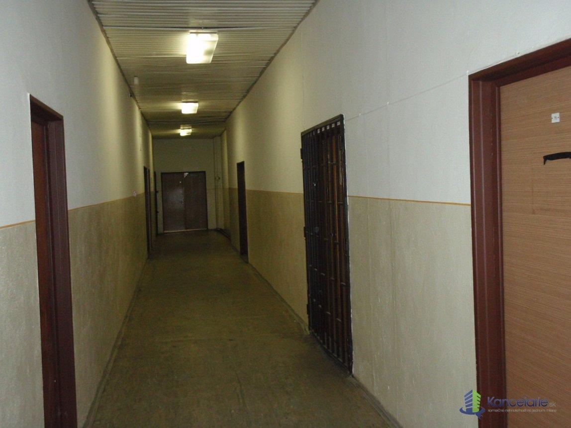 Kancelárska budova, Kancelárske priestory, A. Sládkoviča 24, Levice