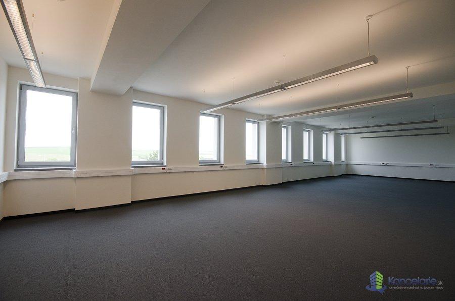 Administratívna budova EAST Point Poprad, K dispozícií je celé druhé poschodie, Hodžova 3292/3, Poprad