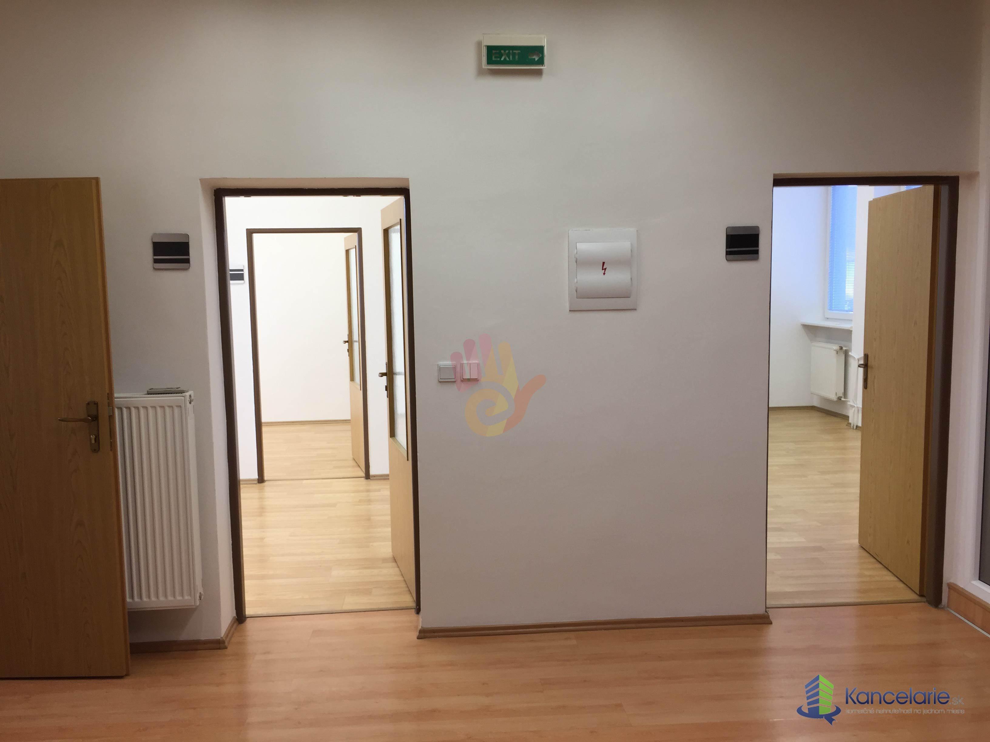 Kancelárie a admin. priestory, Samostatný súbor 4 kancelárií + kuchynka, Piešťanská 92, Nové Mesto nad Váhom
